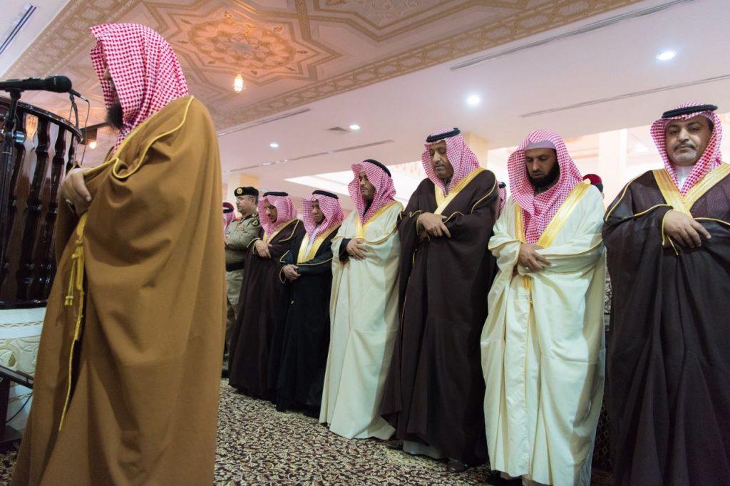 أمير الباحة يؤدي صلاة الاستسقاء مع جموع المصلين