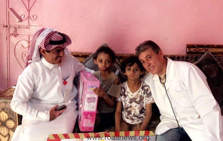 مقطع فيديو لطفلين مقيمان مغلقة أفواههما .. وفريق طبي يتابع حالة طفلي قرية الشريعة