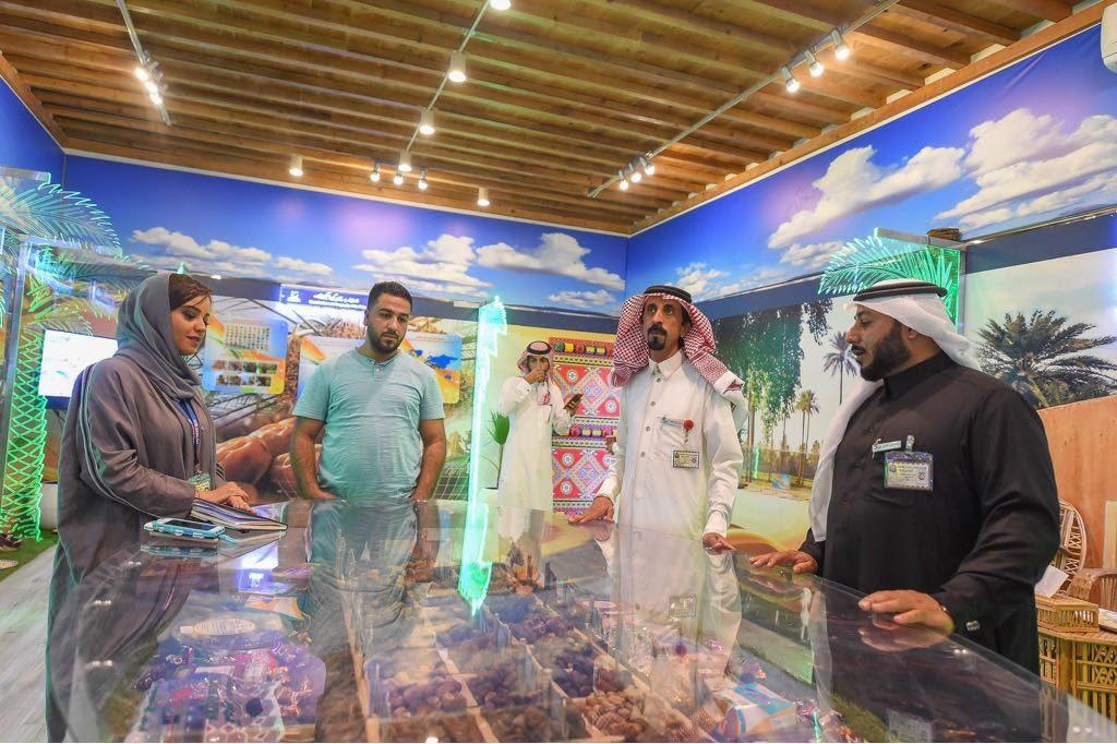 """جامعة القصيم تنوع مشاركاتها في الجنادرية وتستقبل الزوار بمعرض """"مسيرة وإنجاز"""""""