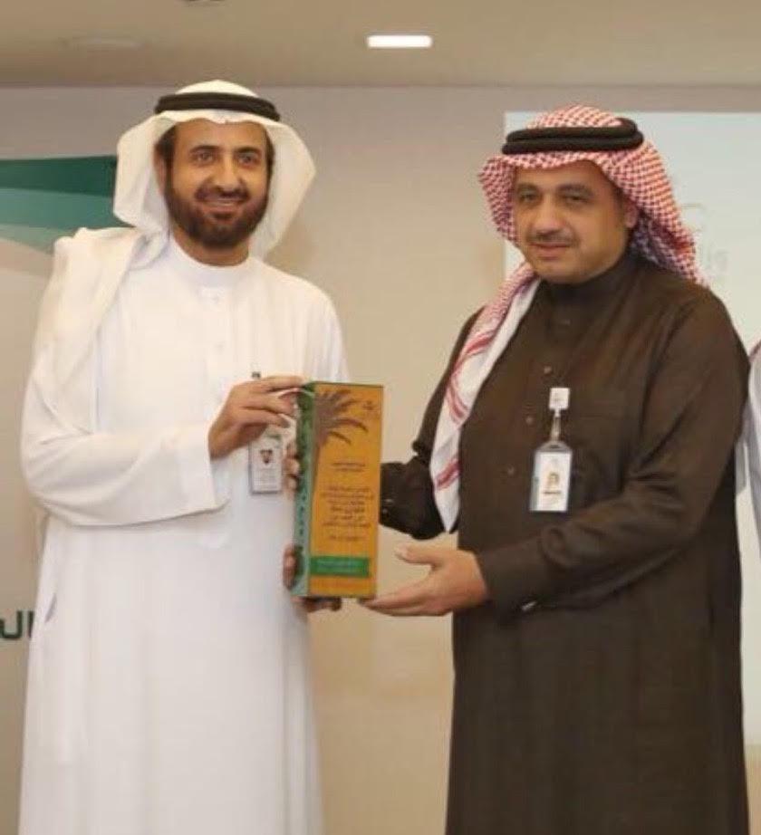 """وزير الصحة يتوج """"سعود الطبية""""بجائزة التطوع الصحي"""