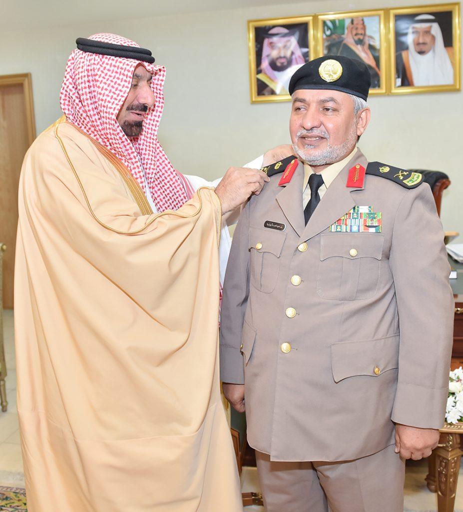 أمير نجران يقلد نائب مدير الشرطة رتبة لواء