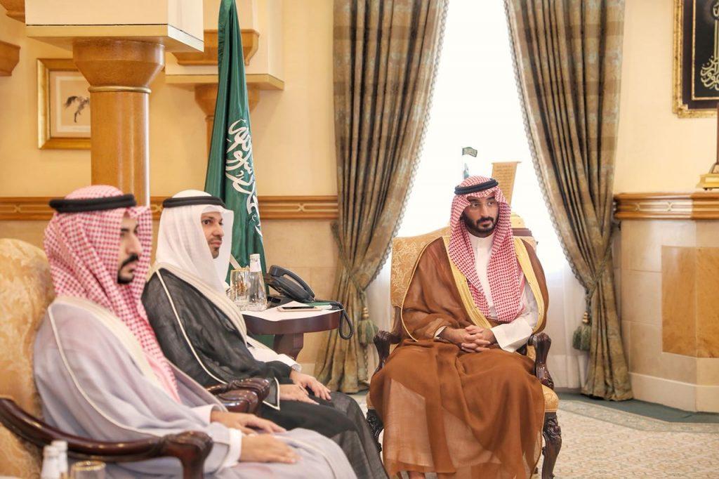 الأمير عبدالله بن بندر يستقبل رئيس وأعضاء فريق دايركشن للمسؤولية الاجتماعية