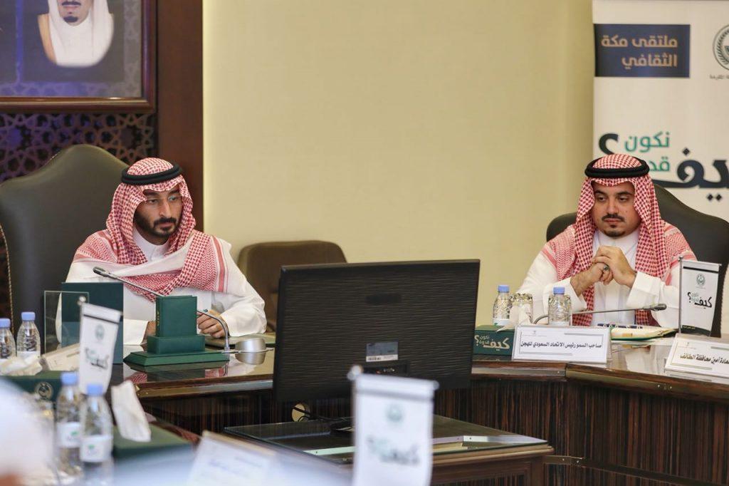 أمير مكة بالنيابة يطلع على آليات وخطط تطوير ميدان سباق الهجن بمحافظة الطائف