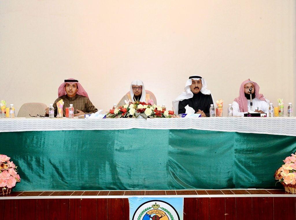 محاضرة توعوية تقدمها جامعة الملك خالد في مقر قيادة حرس الحدود بظهران الجنوب