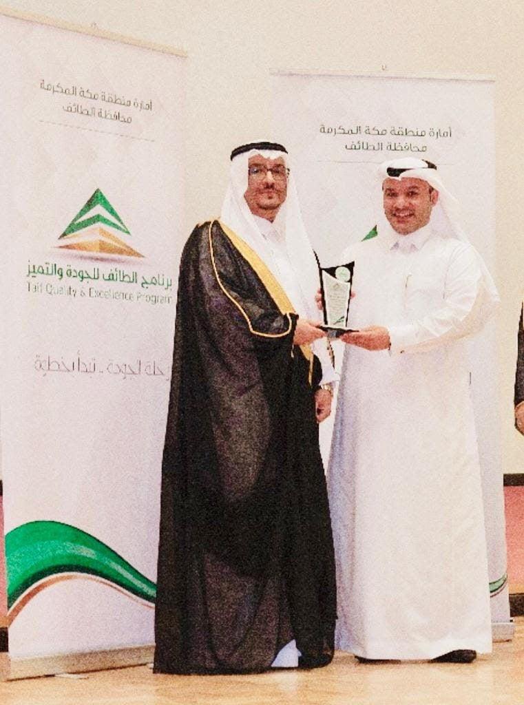 بني هميم يحصل على جائزة القائد الحكومي المتميز