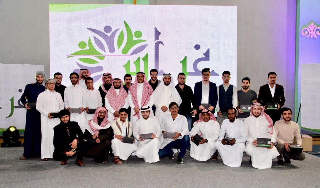 """مدير جامعة الملك خالد يرعى حفل الإدارة العامة لطلاب المنح """"غراس"""""""