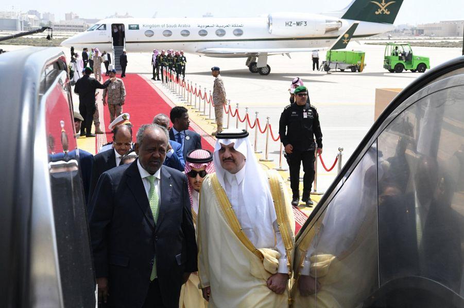رئيس جمهورية جيبوتي يصل للمنطقة الشرقية
