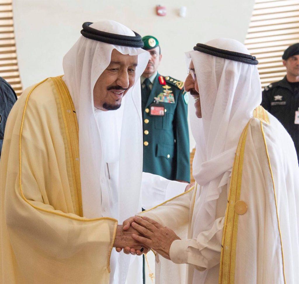 أمير دولة الكويت يشكر خادم الحرمين ويشيد بنتائج القمة العربية الـ 29