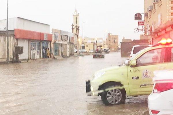 الدفاع المدني: إخلاء ١٩ منزلًا وإيواء ١٤٣ شخصًا في بريدة والرس