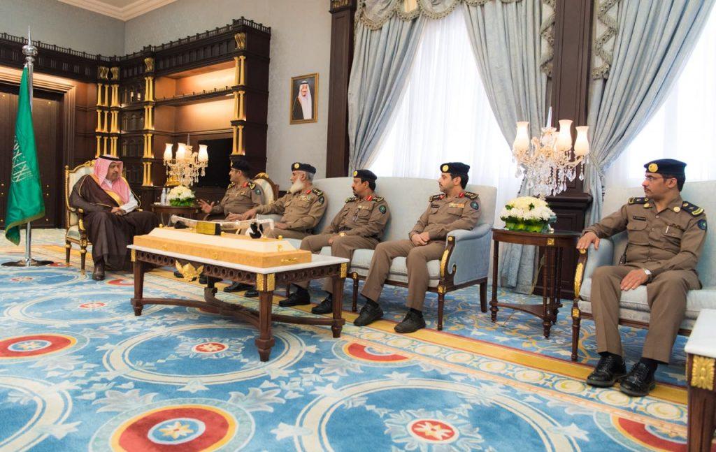 أمير الباحة يتسلم تقريرين مفصليين عن برامج وفعاليات الدفاع المدني بالمنطقة