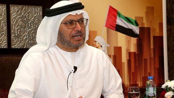قرقاش عن أمير قطر: غياب الحكمة مستمر ومعه العزلة.. ولن يعوضه الإعلام والولاءات المشتراة