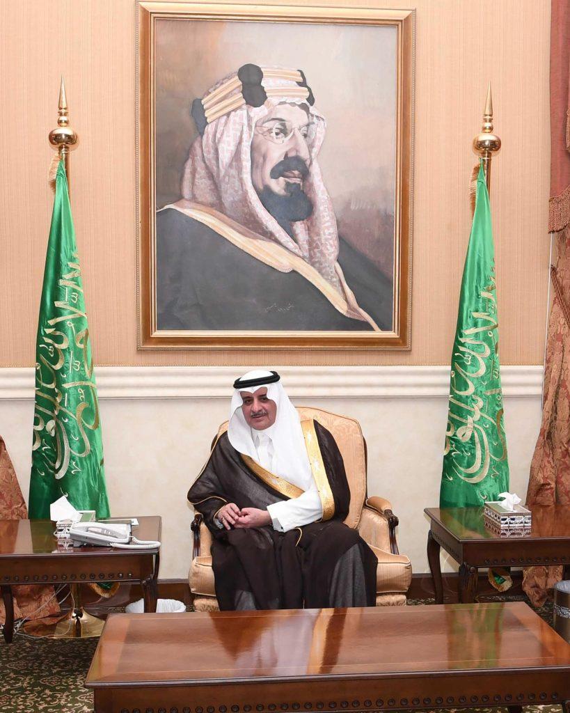 أمير منطقة تبوك يلتقي الأهالي في جلسته الأسبوعية