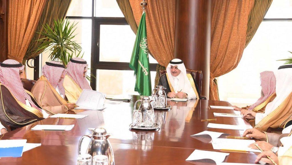 أمير تبوك يترأس اجتماع مجلس ادارة جمعية الملك عبدالعزيز الخيرية