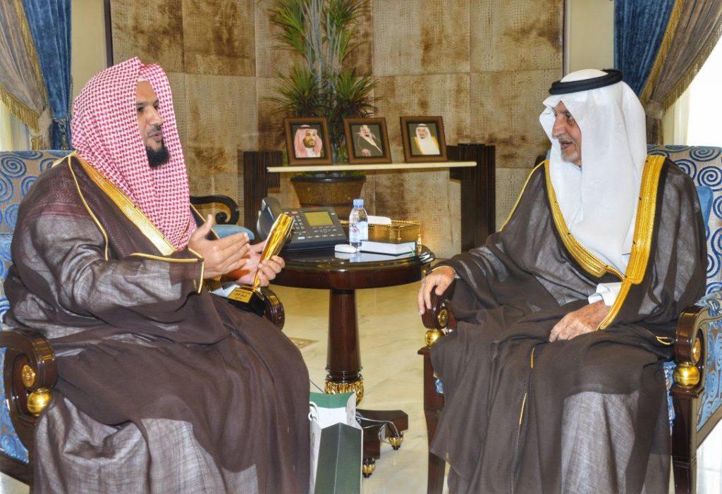 أمير مكة المكرمة يلتقي مدير فرع وزارة الشؤون الإسلامية والدعوة والإرشاد بالمنطقة