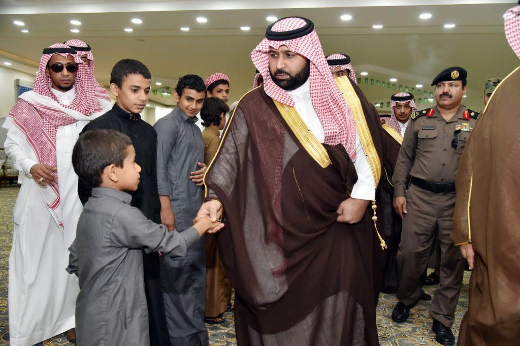 نائب أمير منطقة جازان ينقل تعازي القيادة لأسر الشهداء