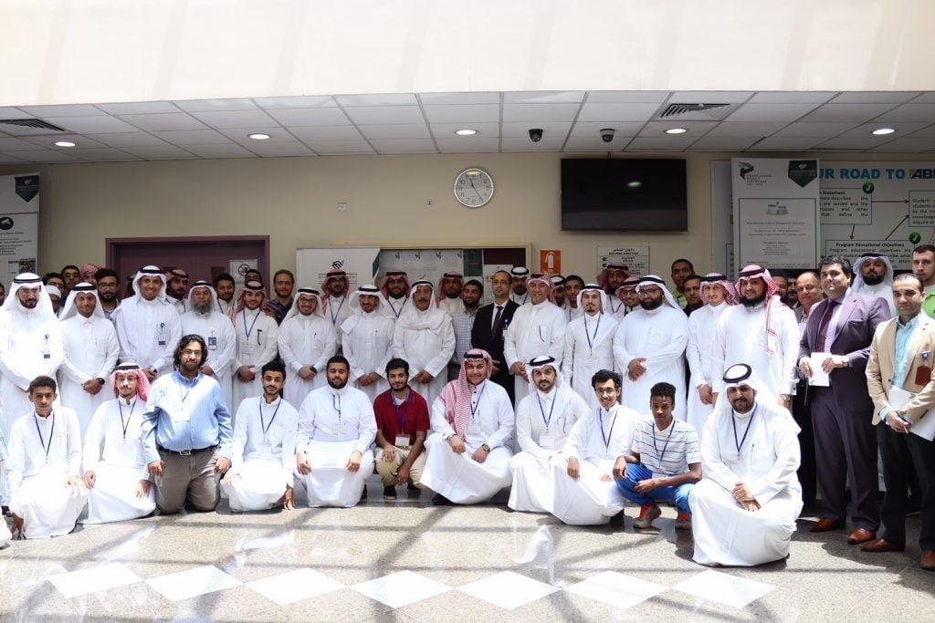 طلاب علوم الحاسب جامعة الإمام يقدمون 29 مشروعاً تقنياً في معرض مشاريع التخرج