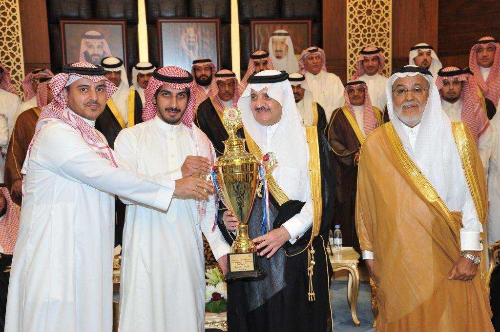 """الأمير سعود بن نايف يكرم اللجنة المنظمة والداعمين لمبادرة """"الكرة ثقافتنا"""""""