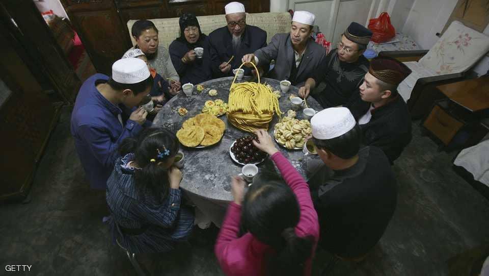 """الصين تفرض ضيف """"شيوعي"""" لكل عائلة مسلمة من الإيغور"""