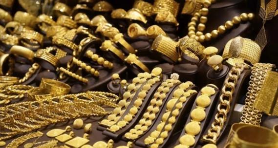 الذهب ينخفض لأدنى مستوى في خمسة أشهر