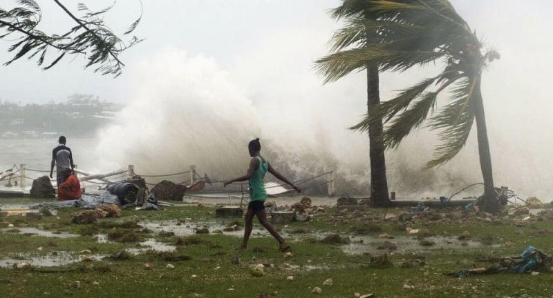 العواصف تشل شرق أمريكا.. وتقطع الكهرباء عن عشرات الملايين