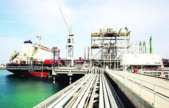 شحن 420 مليون طن ومناولة 10 آلاف سفينة دون حوادث في ميناء الملك فهد الصناعي