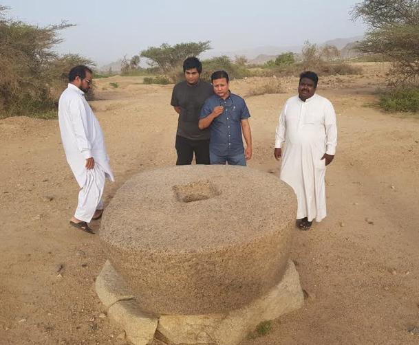 نائب القنصل الباكستاني يزور موقع الأخدود الأثري في نجران