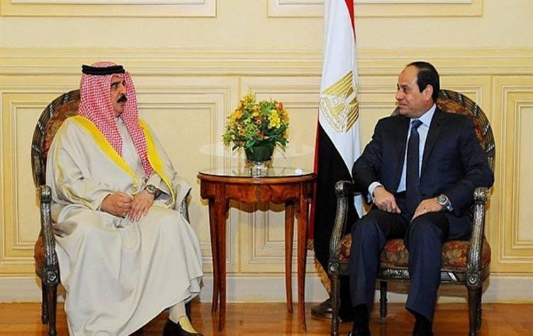 الرئيس المصري وعاهل البحرين يؤكدان ضرورة تعزيز التضامن العربي