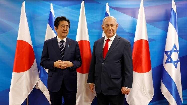 نتنياهو يهين رئيس وزراء اليابان بوليمة عشاء بالأحذية (فيديو + صور)