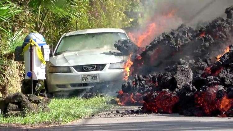 شاهد.. الحمم البركانية تلتهم الأخضر واليابس في هاواي