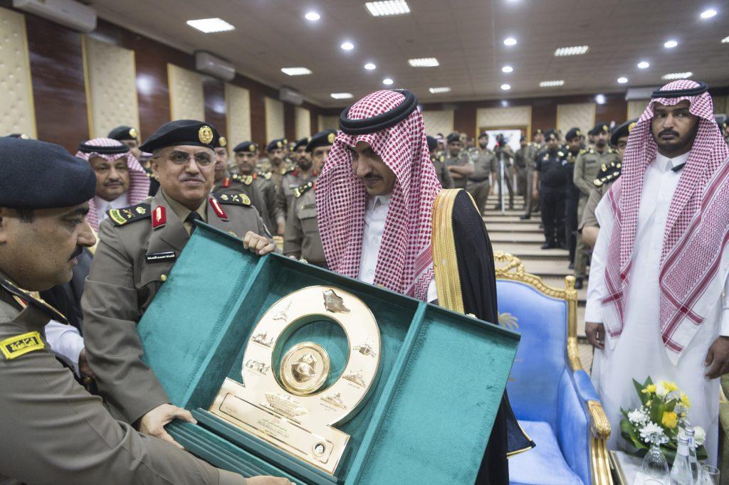 الأمير بدر بن سلطان يتفقد مديرية شرطة منطقة الجوف