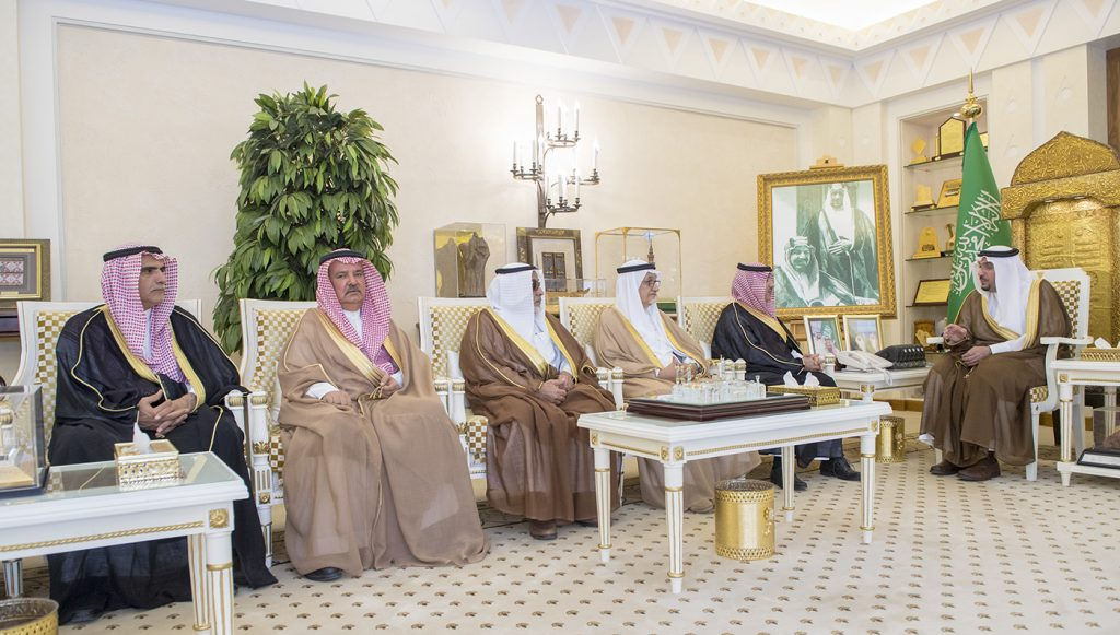 أمير القصيم يستقبل رئيس وأعضاء لجنة أهالي محافظة عنيزة