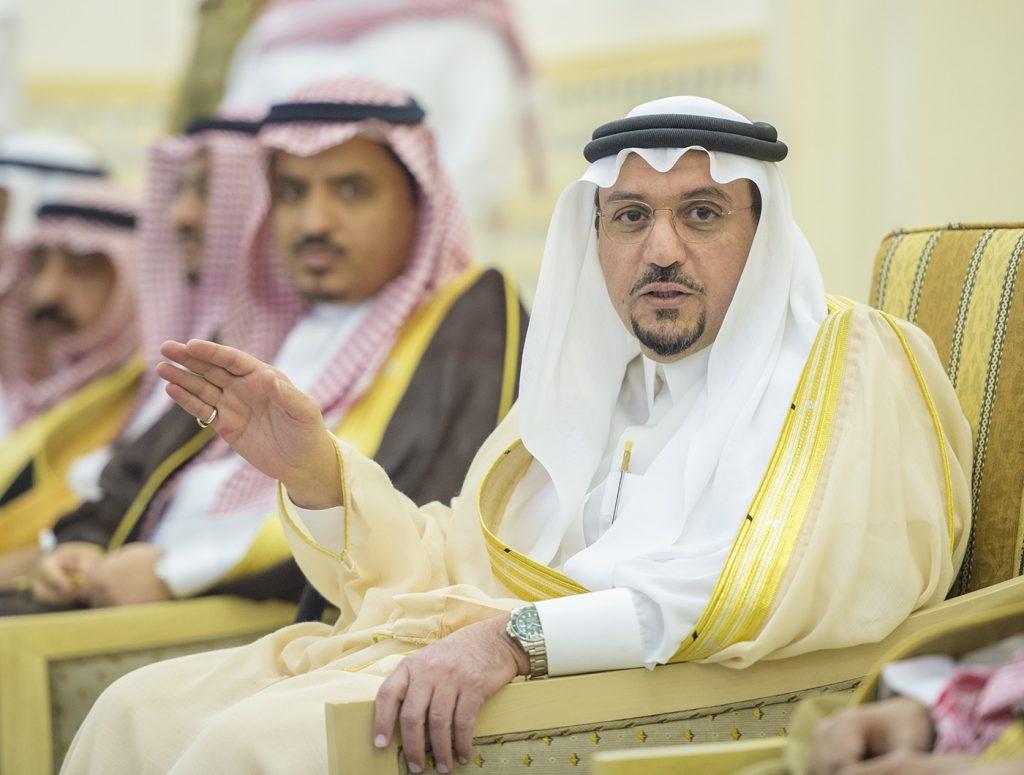 أمير القصيم يستقبل المهنئين بشهر رمضان المبارك