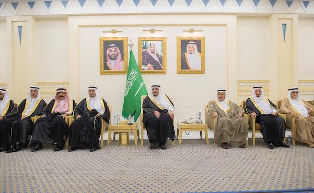 الأمير فيصل بن مشعل يلتقي لجنة أهالي القصيم بعد تشكيلها الجديد