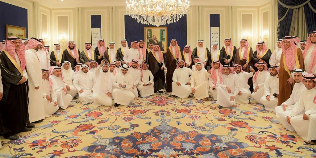 الأمير فيصل بن بندر يستقبل الأمراء والمسؤولين بأمانة الرياض ووزارة التجارة والاستثمار