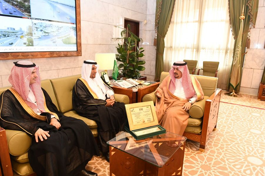 أمير منطقة الرياض يستقبل مدير جامعة المجمعة وعدد من قياداتها