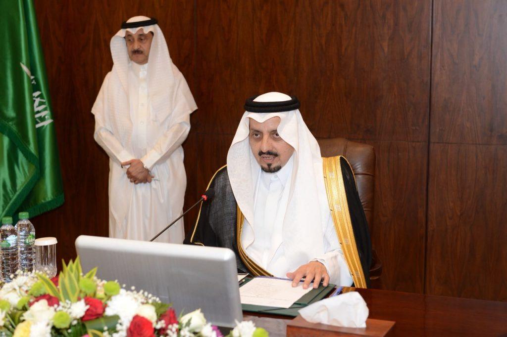 أمير عسير يترأس اجتماع جمعية العناية بالمقابر ( كرامه)