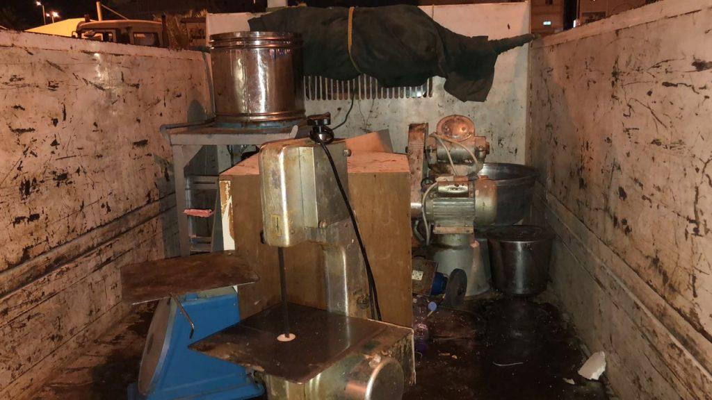 بلدية الخبر : ضبط 4 شقق تم استغلالها لتخزين المواد الغذائية وتجهيز السمبوسه