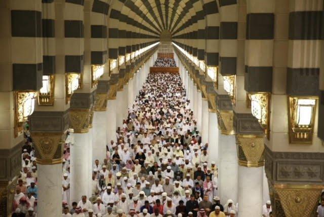 الشيخ الثبيتي في خطبة الجمعة : الإيمان بالبعث والجزاء هو الوازع الحق، الذي يغرس في النفس الإقبال على الأعمال الصالحة