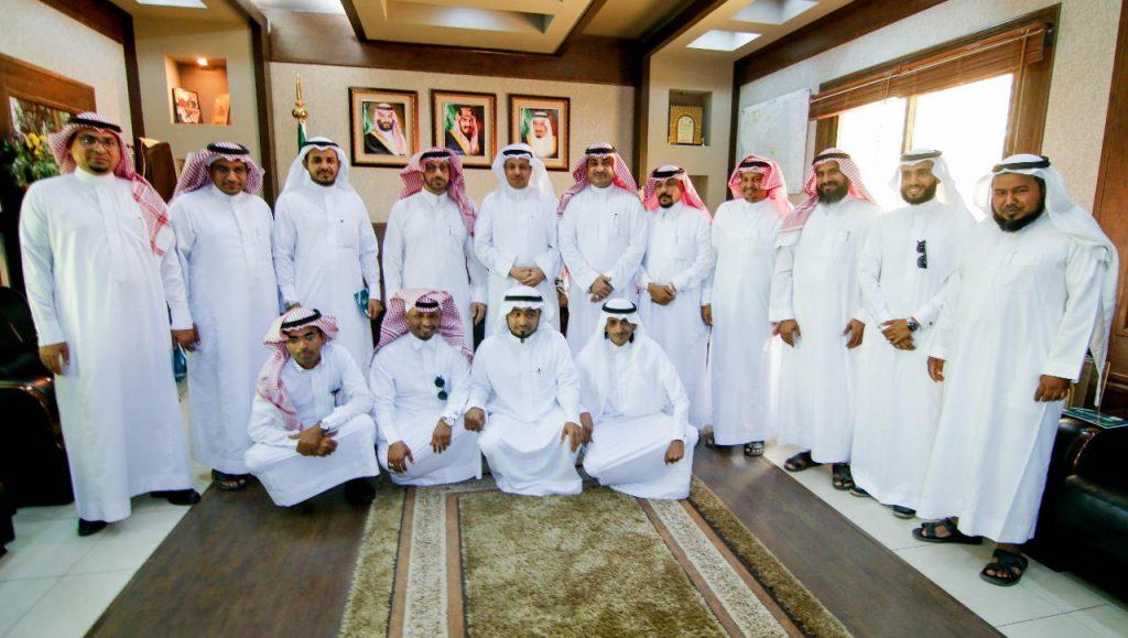 محافظ ابوعريش يكرم لجنة التنمية الاجتماعية بدرع الاهالي  نظير جهودها