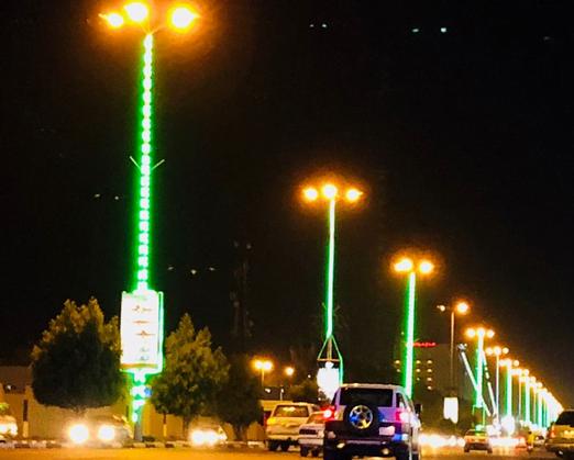 أمانة نجران تستعد للعيد بتزيين الشوارع والميادين بلوحات التهاني والإضاءة الجمالية.