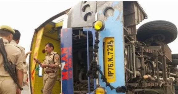 مقتل 16 شخصاً في حادث انقلاب حافلة بالهند