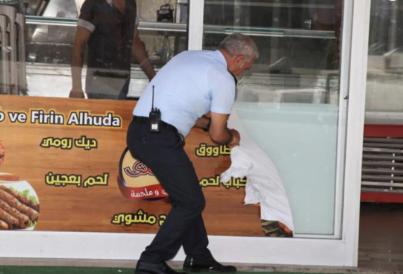 بالفيديو: تركيا تزيل لافتات المحلات المكتوبة بالعربية!