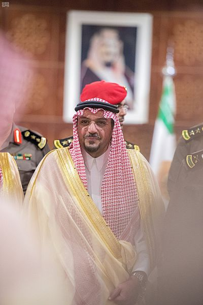أمير القصيم يزور شرطة المنطقة ويشارك رجال الأمن وجبة الإفطار