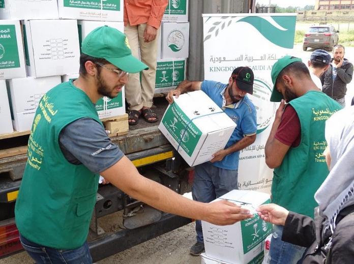 مركز الملك سلمان يواصل توزيع السلال الغذائية الرمضانية للاجئين السوريين في منطقة مرياطة