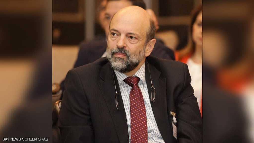 في أول قراراتها.. الحكومة الأردنية تسحب مشروع قانون الضرائب