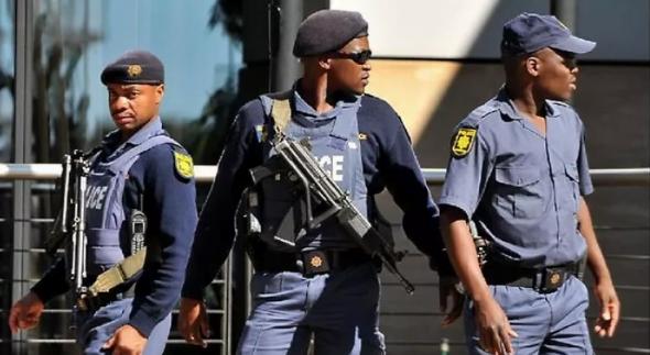 مهاجم يقتل اثنين من المصلين في جنوب إفريقيا
