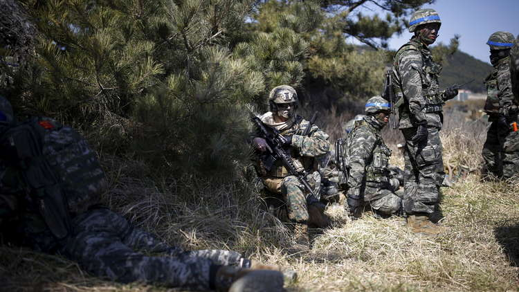 """البنتاغون يعلن تعليق تدريبات مشتركة مع كوريا الجنوبية """"لمدة غير محددة"""""""