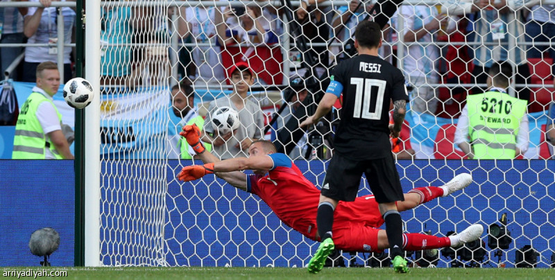 بالفيديو.. ميسي يهدر ضربة جزاء ويمنح آيسلندا أول نقطة في تاريخها بالمونديال