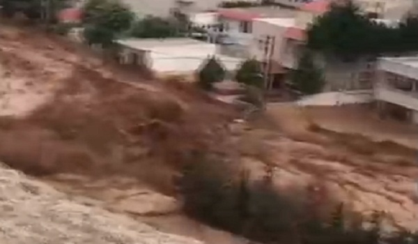 شاهد .. سيول جارفة شرقي لبنان