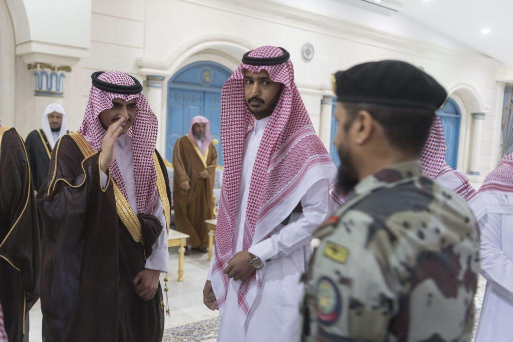 أمير الجوف يستقبل المواطنين والمسؤولين وشيوخ القبائل